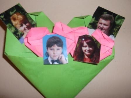 Паша Ж. и его семья: мама, папа, сестра. Школа 24, 2а